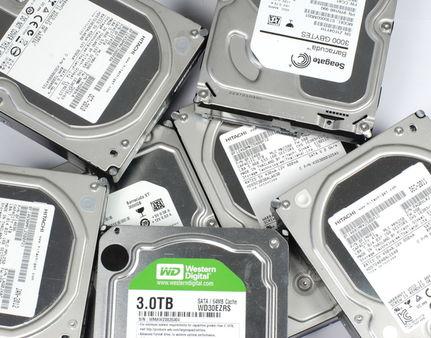 Hard Disk Hitachi da 4 TB, scontro tra titani dell'archiviazione